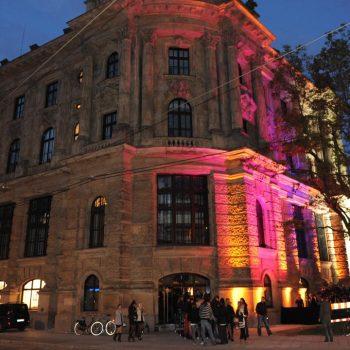 Razzia im Club | Aktuelles & Presse von Steinberger & Heindl